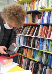 Potujoca-knjiznica-tudi-na-Bizeljskem-2020-11