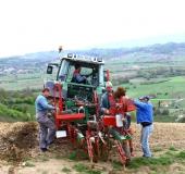 April strojno sajenje vinske trte (2)